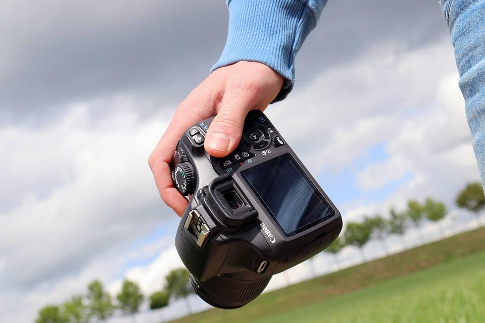 Fotograf poszukiwany lub poszukujący