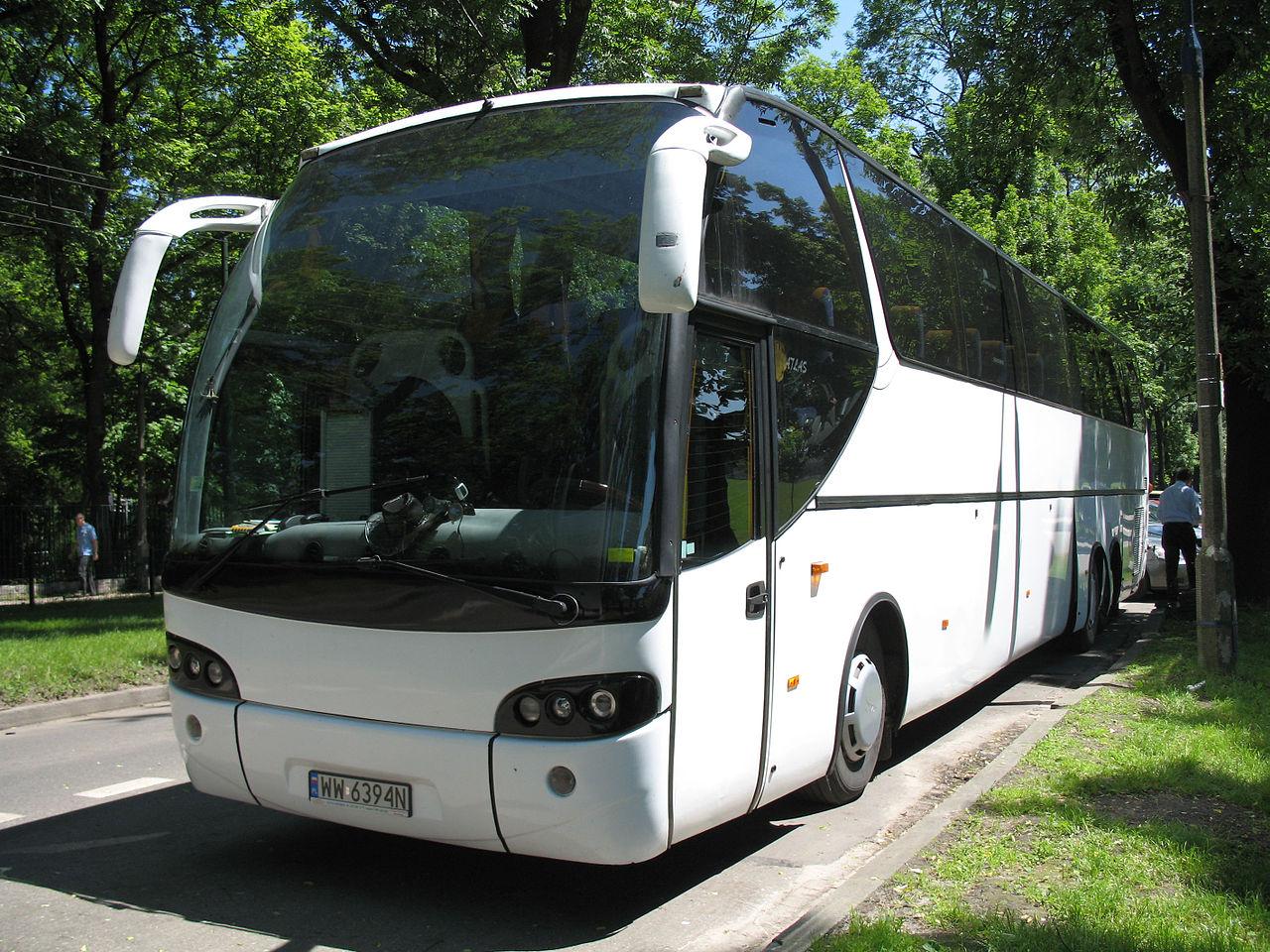 Licencjonowany przewóz osób – dlaczego lepiej korzystać ze sprawdzonych firm transportowych?